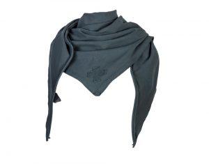 grijze sjaal van stapelgoed