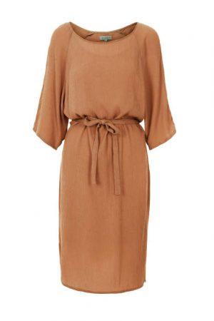 Zusss nonchalante jurk met ceintuur honing no28wonen