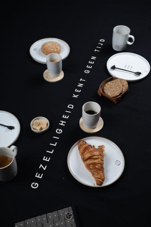 no28wonen.nl -Zusss rond tafelkleed eten antracietgrijs sfeer - no28wonen en lifestyle