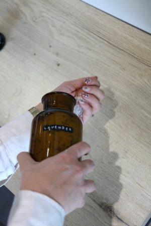 Wellmark - badzout lavendel bruine apothekerspot 500ml (me time) - wonen en lifestyle webshop no28wonen