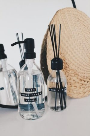 Wellmark - geurstokjes frisse linnen helder glas zwart 250ml (good vibes) - wonen en lifestyle webshop no28wonen