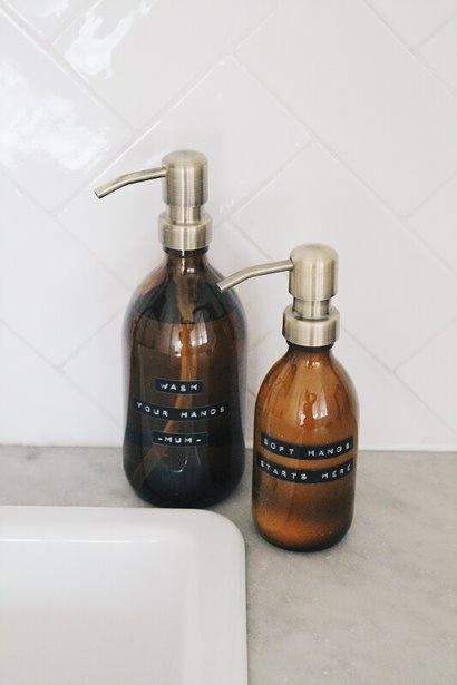 Wellmark - handzeep bamboe bruin glas messing pomp 500ml (may all your troubles be bubbles) - wonen en lifestyle website no28wonen