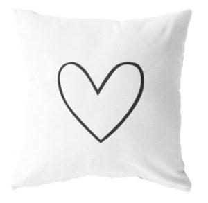 Label-R - buitenkussen wit met zwart hart - no28wonen.nl wonen en lifestyle webshop